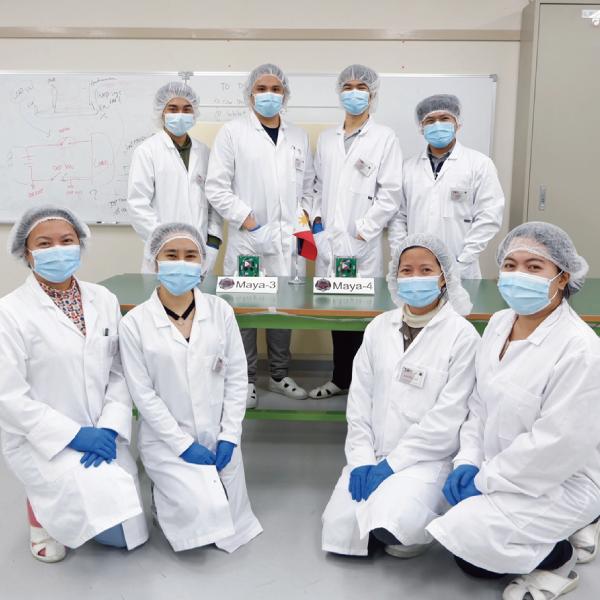 衛生技術を開発するフィリピン大学の研究メンバー